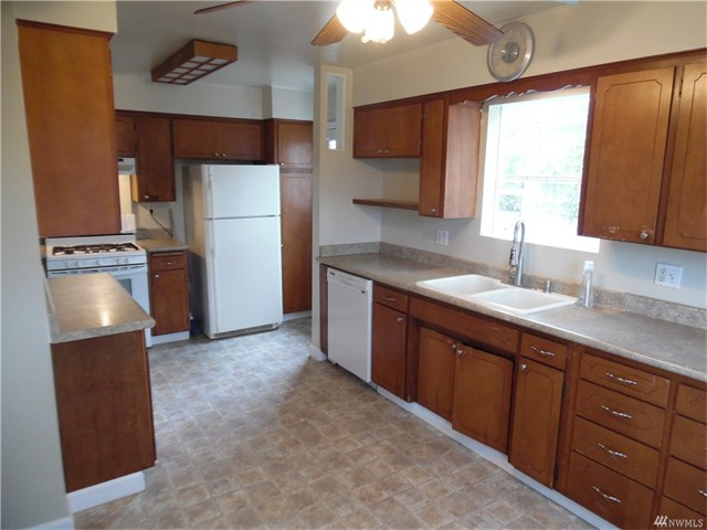 4920 6 Kitchen 1