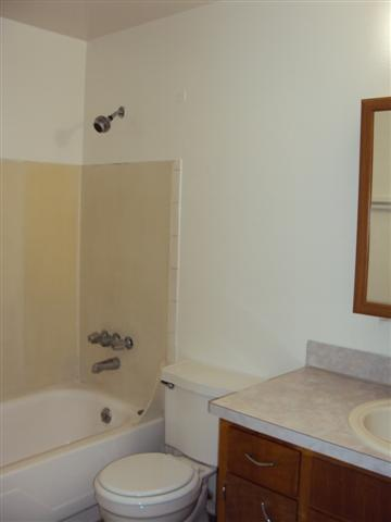 7 14406 Pacific Ave #11 bathroom (Small)